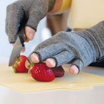 Pain Relieving Active Gloves Help Reduce Stiffness and Swelling in Fingers and Hands